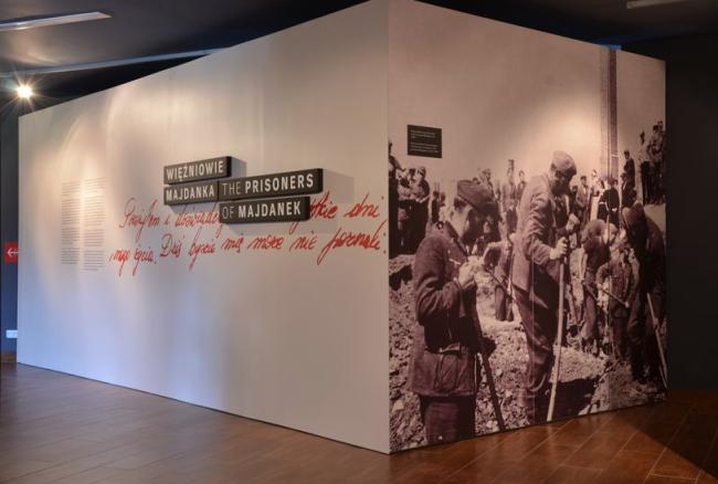 """Multimedialna wystawa historyczna """"Więźniowie Majdanka"""" Realizacja wystaw www.ideastudio.pl"""