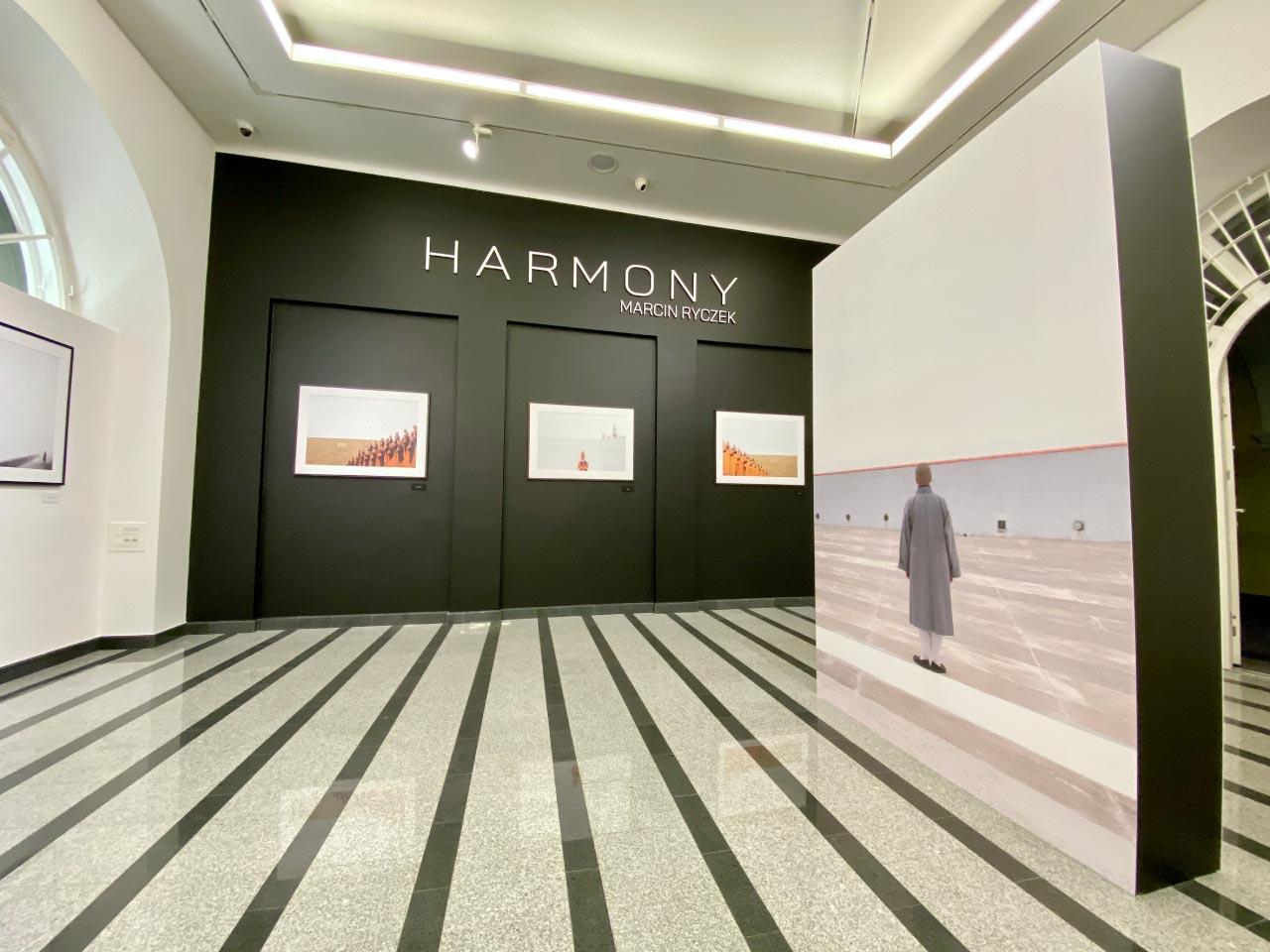 Zobaczcie jak powstawała wystawa - Harmony | Marcin Ryczek